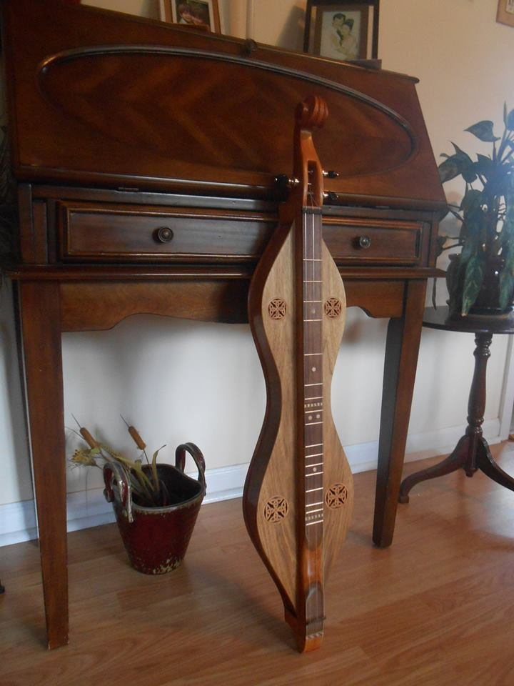new-dulcimer-of-butternut-and-mahogany